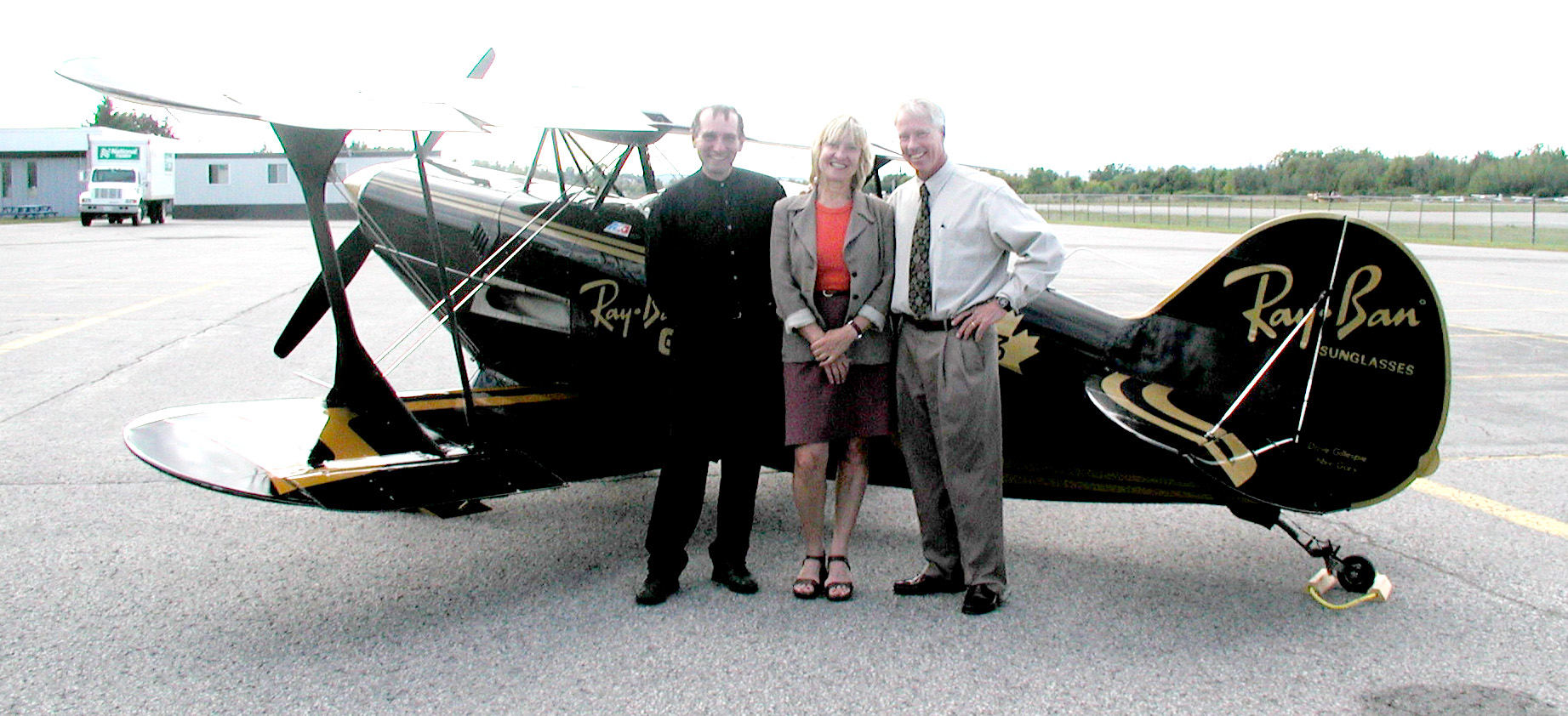 ray ban gold aerobatic team